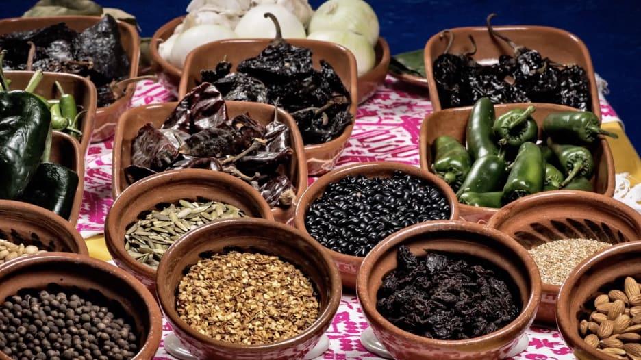 7 أطعمة طبيعية تحسن المزاج
