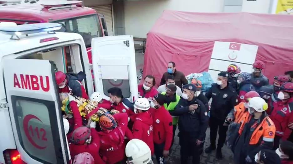 زلزال تركيا.. إنقاذ فتاتين بعمر 3 و14 عاماً بعد أكثر من 58 ساعة تحت الأنقاض