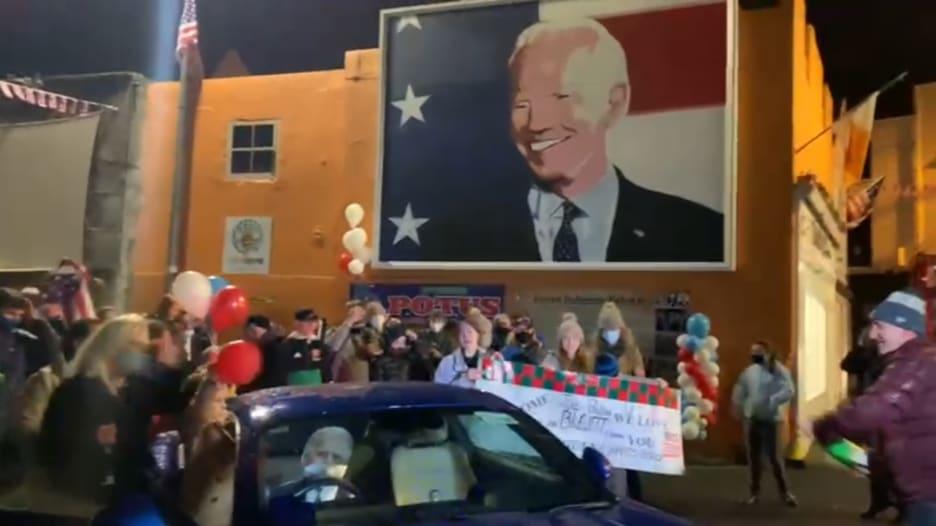 الفرحة تصل للخارج.. شاهد احتفال أقارب بايدن الإيرلنديين بعد فوزه في الانتخابات
