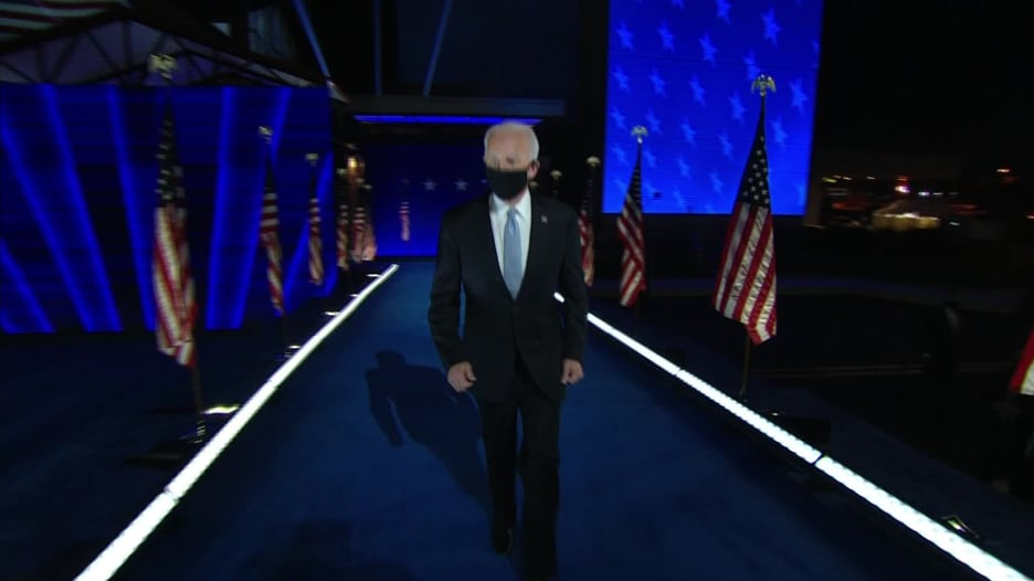 شاهد لحظة تقديم كامالا هاريس لجو بايدن رئيساً منتخباً للولايات المتحدة