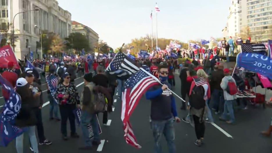 """مراسلة CNN من قلب مسيرة ترامب """"المليونية"""": لا يزيدون عن 5 آلاف شخص"""