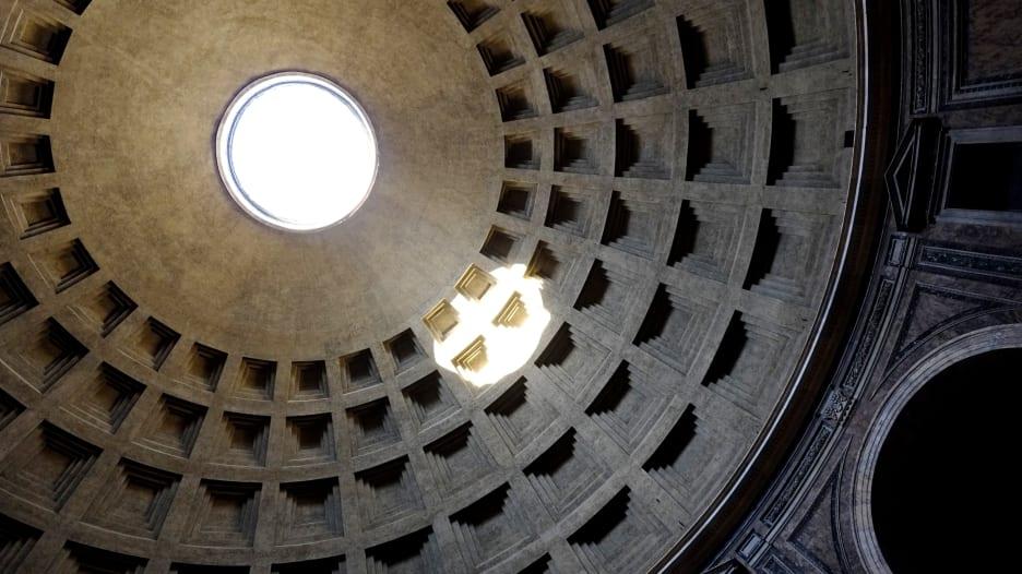 201113095632-pantheon-rome-oculus.jpg
