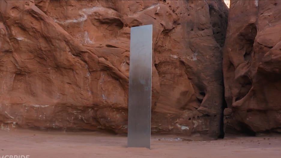 """اختفاء الهيكل المعدني الغامض في صحراء أمريكا.. والفاعل """"مجهول"""""""
