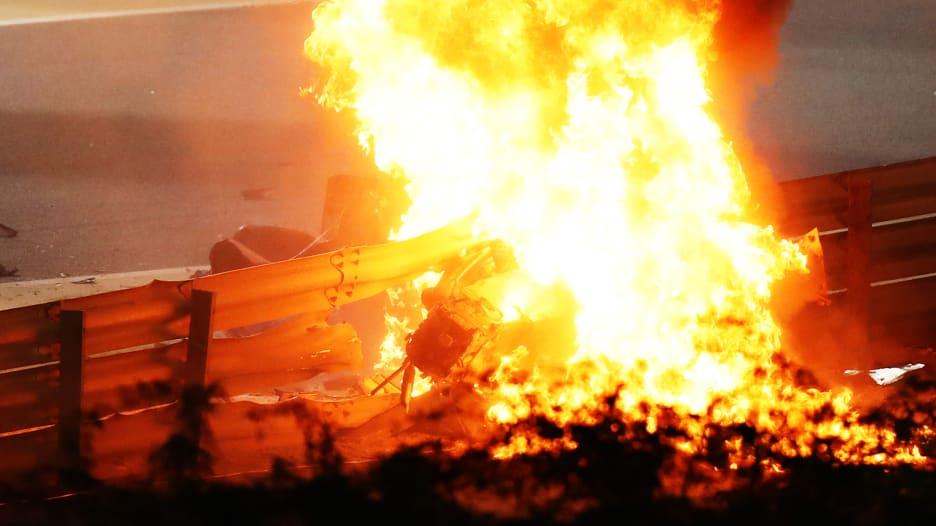 أنقذته رغم كرهه لها.. كيف نجا سائق فورمولا 1 من حادث مروع في البحرين؟