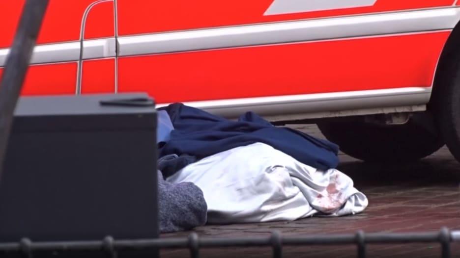 جثث وحطام في الشارع.. هذا ما رصدته الكاميرا بعد حادث الدهس في ألمانيا