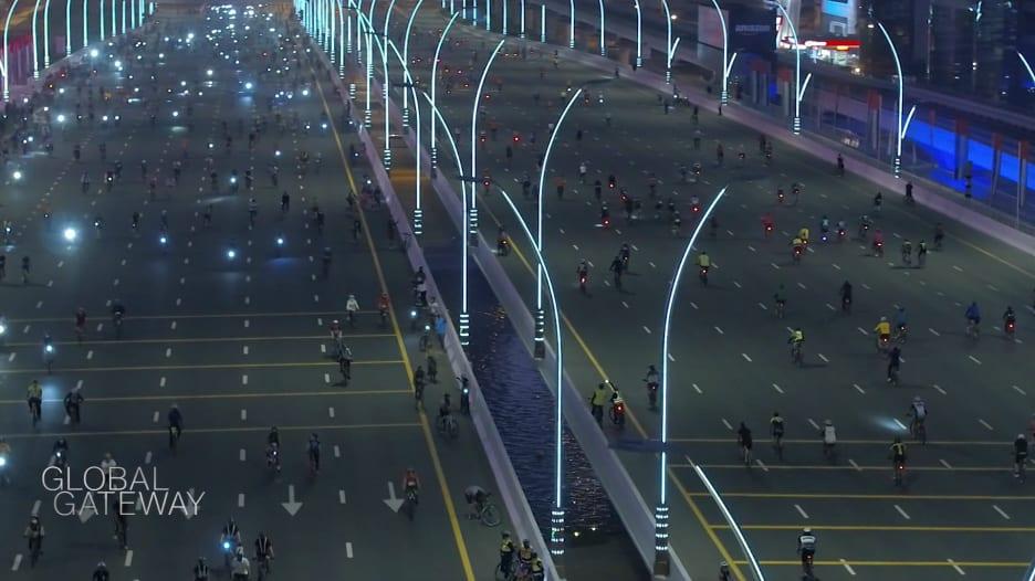 """""""تحدي دبي للياقة"""".. مهمة من 900 دقيقة تدفع الناس للحركة"""