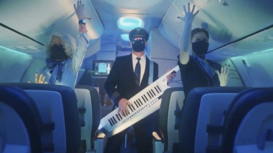 بطريقة طريفة.. هكذا يشجع طيران ألاسكا الناس على السفر وسط كورونا