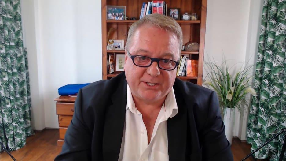 """مسؤول بالصحة العالمية لـCNN: السلالة الجديدة لكورونا قد تكون """"أقل تسامحًا"""""""