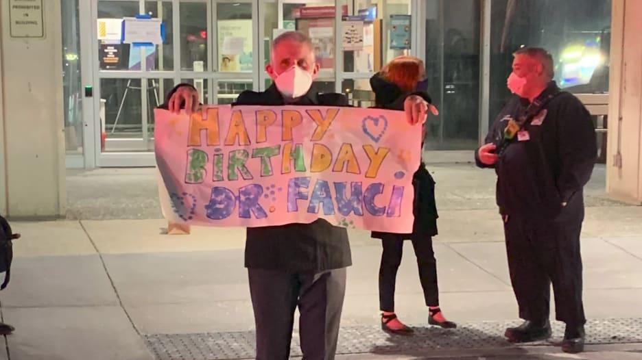 من بينهم جو بايدن وزوجته.. هؤلاء هنأوا الدكتور فاوتشي بعيد ميلاده الـ80
