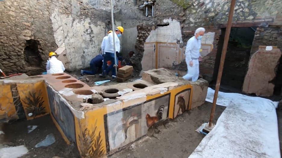 شاهد متجر للوجبات السريعة يعود عمره لـ2000 عام تقريبا.. اكتشف تحت أنقاض مدينة بومبي الإيطالية