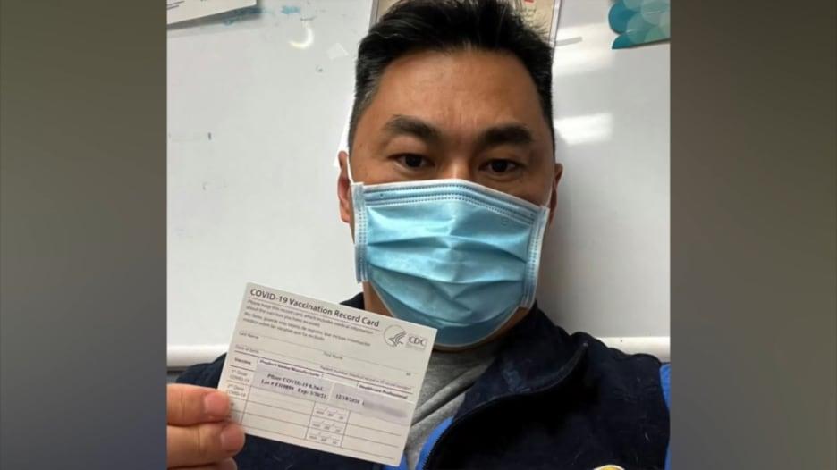 ممرض يكتشف إصابته بكورونا بعد 8 أيام من تلقي اللقاح.. لكن لماذا الأمر ليس مستغربا؟