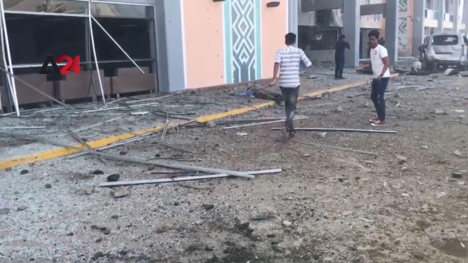 3 انفجارات تستهدف مطار عدن لحظة وصول وفد الحكومة الجديدة