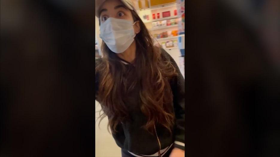 امرأة تهاجم مراهقا أسود وتتهمه بسرقة هاتفها.. هذا ما حدث