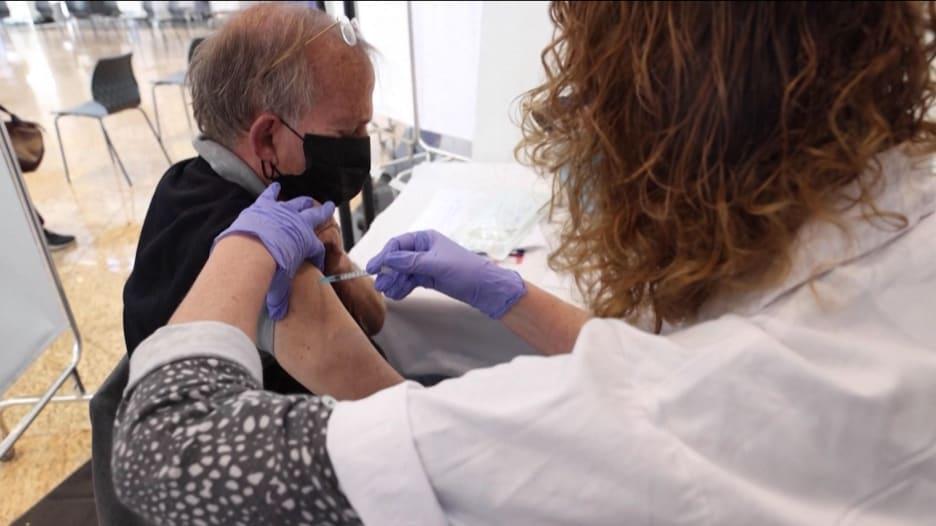 إسرائيل تمنح لقاح كورونا لأكثر من مليون شخص خلال أسبوعين.. 3 أسباب لسرعة التطعيم