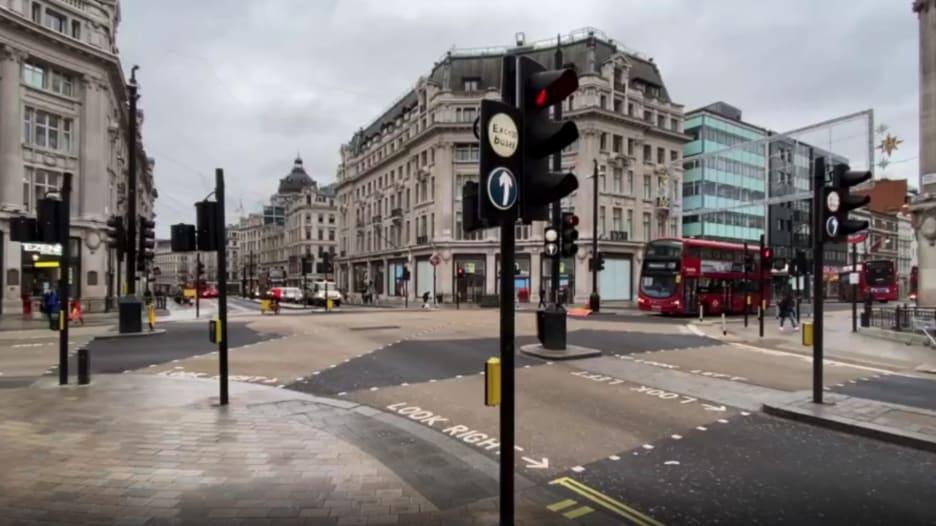 شاهد كيف بدت لندن مع بدء الإغلاق بسبب سلالة كورونا الجديدة