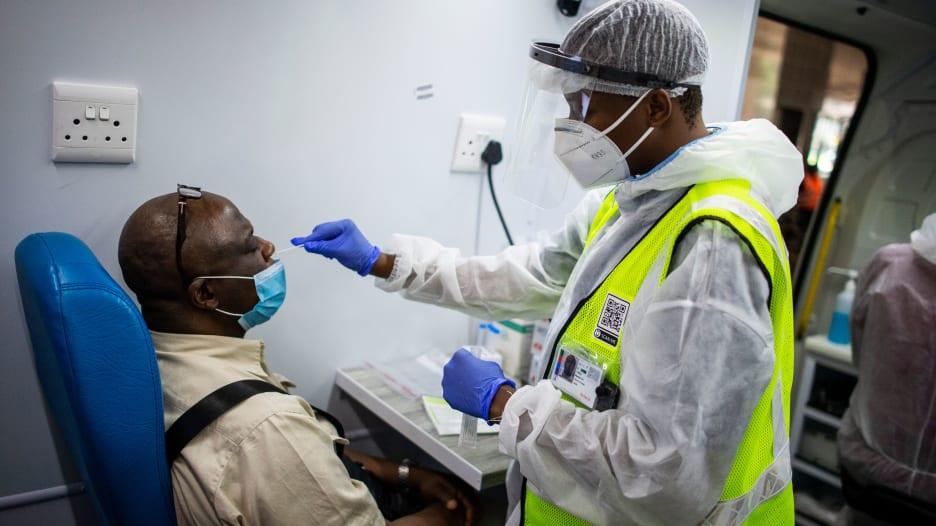 مع اكتشاف سلالات جديدة من فيروس كورونا.. هل سنحتاج إلى تطعيمات سنوية ضد الفيروس؟