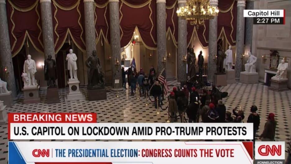 """""""محاولة انقلاب"""".. رد فعل مذيع CNN عندما شاهد أنصار ترامب يقتحمون مبنى الكونغرس"""
