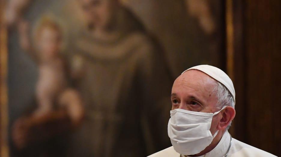 """البابا يعلن أنه سيتلقى لقاح كورونا الأسبوع المقبل.. ويصف التطعيم بأنه """"واجب أخلاقي"""""""