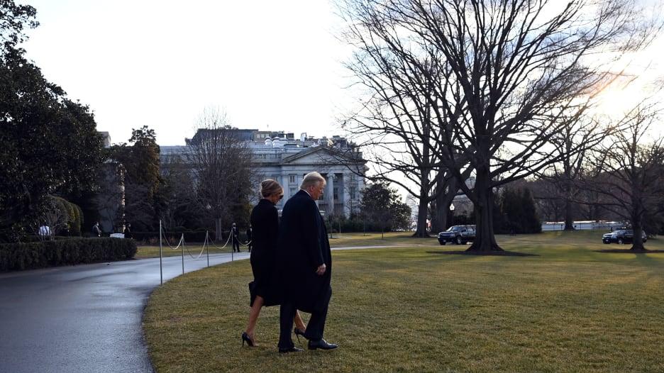 لحظة مغادرة دونالد ترامب البيت الأبيض بعد انتهاء ولايته الرئاسية