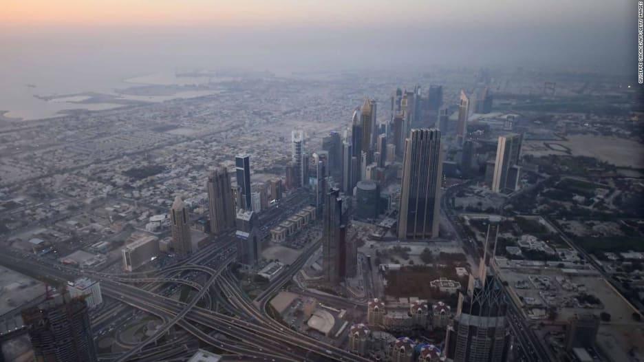 دبي تفرض إجراءات صارمة على صناعة السياحة مع ارتفاع أعداد حالات كورونا
