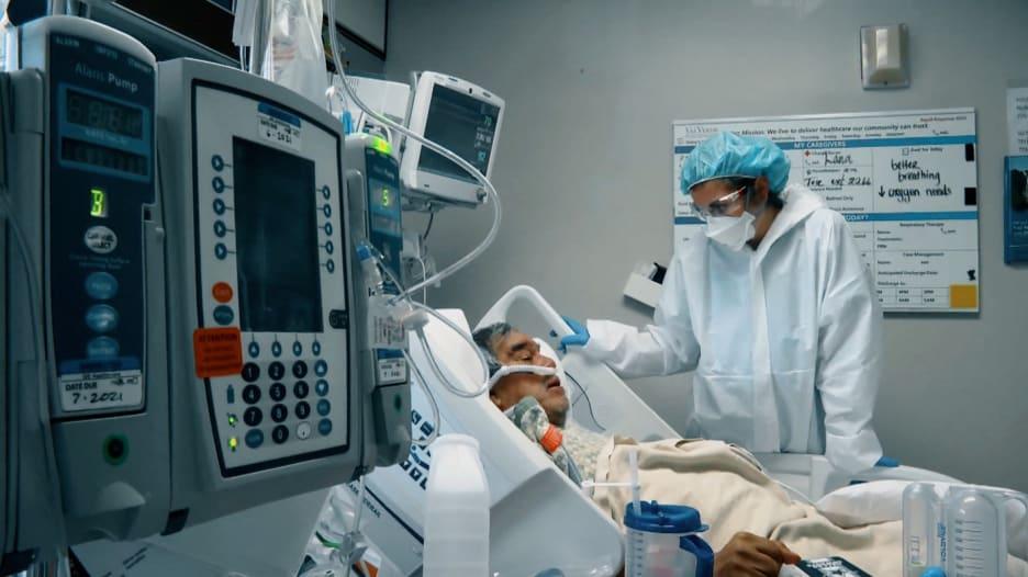 """ممرضة تعالج مرضى فيروس كورونا: في هذا الجزء من الوجه """"يقبع"""" الخوف"""