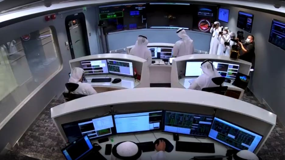 شاهد لحظة إعلان نجاح وصول مسبار الأمل الإماراتي لمدار المريخ