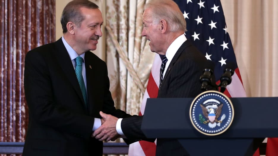"""من """"البرومانس"""" مع ترامب إلى التحدي الذي يفرضه بايدن.. كيف ستتغير سياسة تركيا مع الإدارة الأمريكية الجديدة؟"""