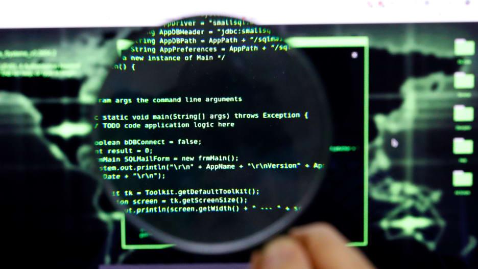 """احذر """"هجوم الوسيط"""".. كيف يمكن للمخترقين سرقة معلوماتك عبر شبكات الانترنت العامّة؟"""