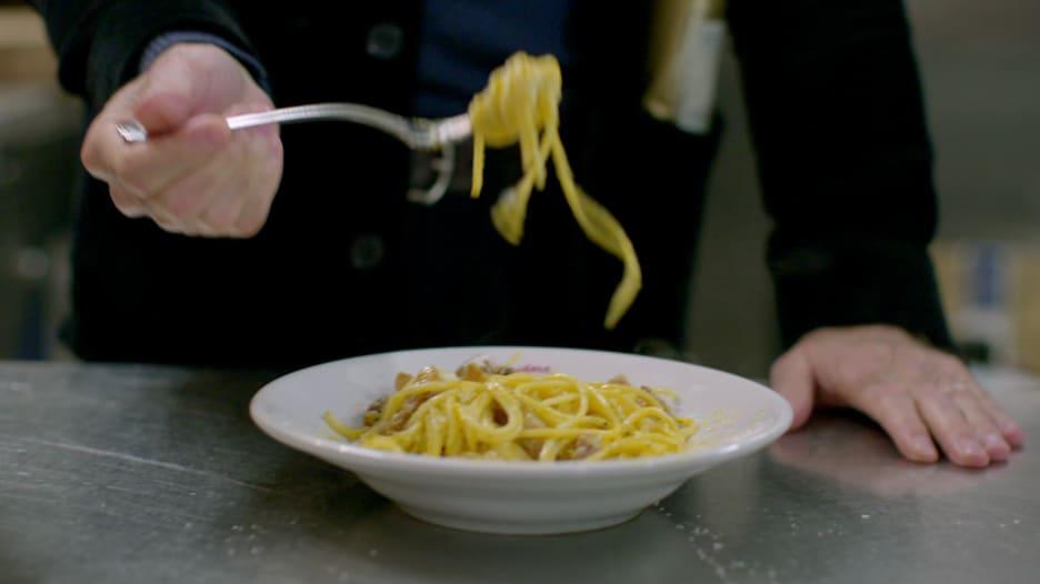 """طبق معكرونة """"كاربونارا"""" الشهي في روما..هذه أبرز مكوناته"""
