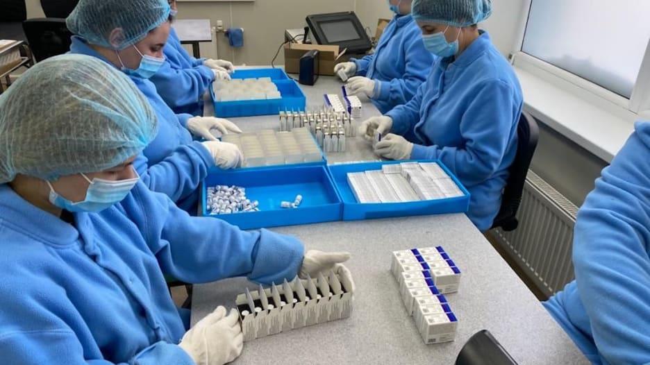 """حصري لـCNN في روسيا.. نظرة داخل مركز للأسلحة البيولوجية للحرب الباردة تحول إلى مصنع للقاح """"سبوتنيك في"""" المضاد لكورونا"""