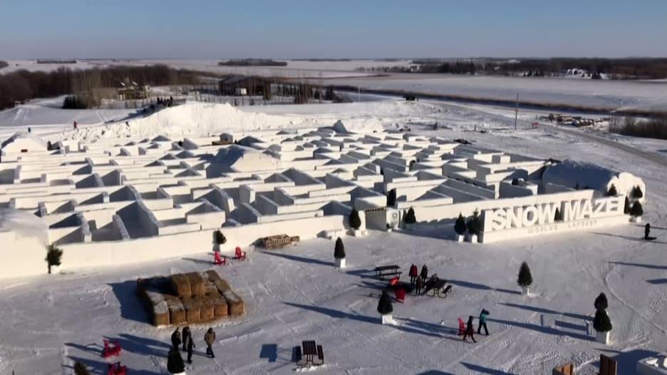 """تجول داخل هذه الممرات الجليدية في """"أكبر متاهة ثلجية في العالم"""""""