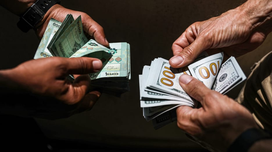 محلل اقتصادي لـCNN: سعر صرف الليرة اللبنانية سيستمر بالانخفاض إذا لم تتخذ الخطوات اللازمة