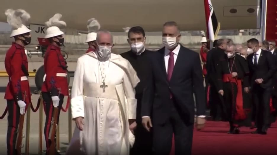 بابا الفاتيكان يصل بغداد في زيارة تاريخية إلى العراق
