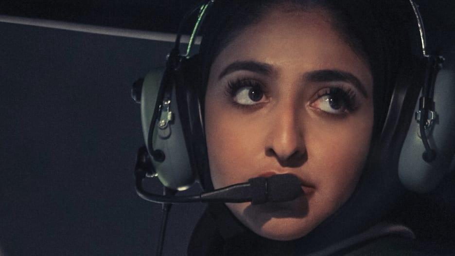 """أول قبطانة طائرة في شرطة دبي تحقق حلم طفولتها.. و""""لن أكون الأخيرة"""""""