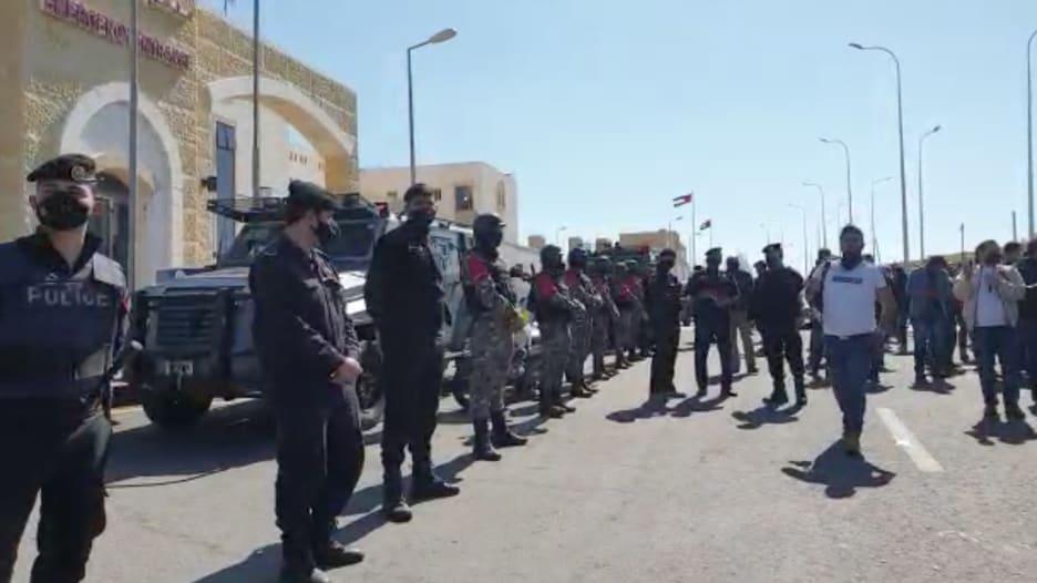 المشاهد الأولى بعد حادثة انقطاع الأكسجين في مستشفى السلط في الأردن