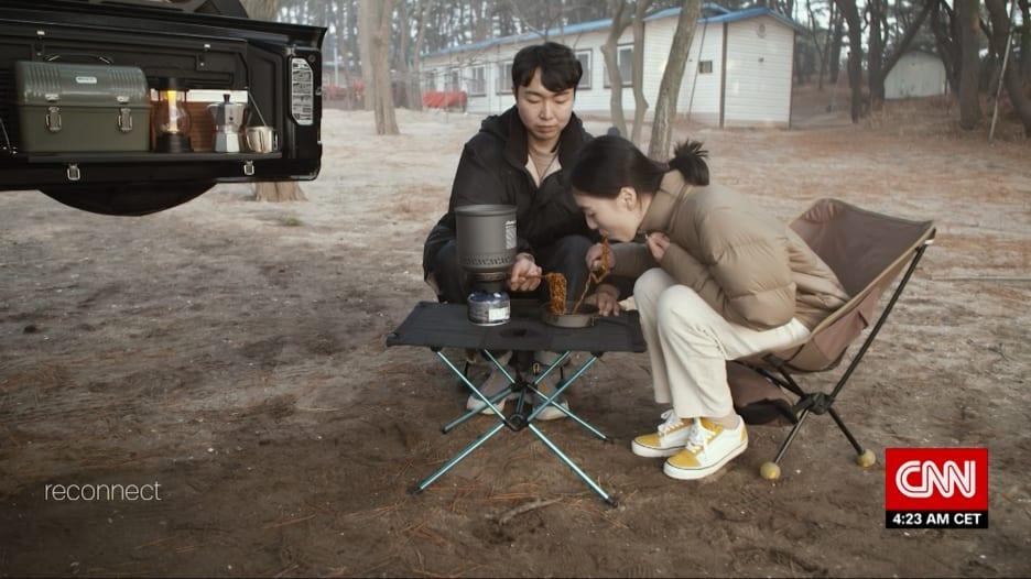 تمتع بحرية الهواء الطلق من راحة سيارتك.. هكذا تكيف الكوريون الجنوبيون مع قيود السفر الناجمة عن الوباء