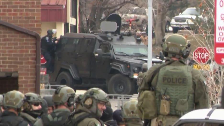 مقتل 10 بإطلاق نار جماعي في كولورادو بينهم شرطي.. كيف تكشّف الحادث؟
