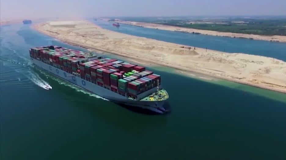 السفينة الجانحة في قناة السويس تعيق مرور 14٪ من الطلب اليومي على النفط