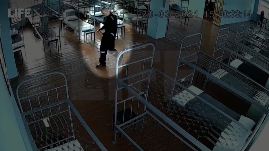 فيديو جديد يظهر أوضاع زعيم المعارضة الروسية نافالني داخل السجن.. ومخاوف من تدهور صحته