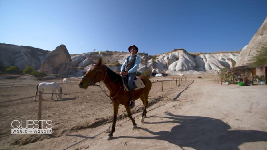 """أرض الخيول الجميلة.. تجول بين """"مداخن الجنيات"""" في كابادوكيا التركية"""