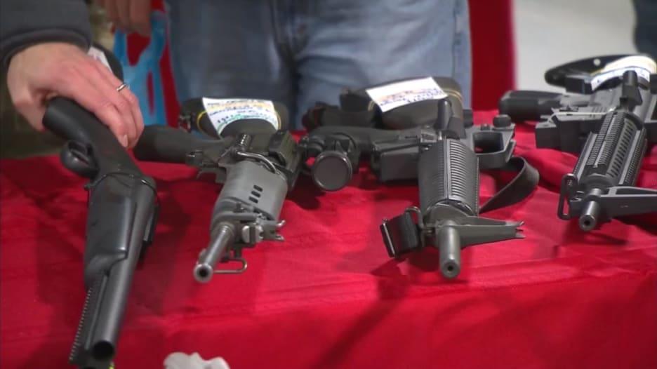 بايدن يعلن عن خطته للحد من عنف الأسلحة النارية وانتشارها