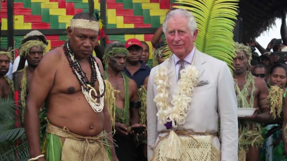 """في هذه الجزيرة النائية يبجلون الأمير فيليب كـ""""إله"""".. كيف بدأت الأسطورة؟"""