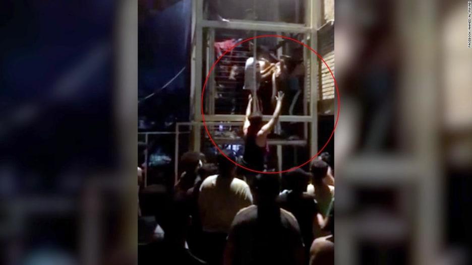 شاهد.. اللحظات الأولى بعد انفجار اسطوانات أكسجين في مستشفى ببغداد