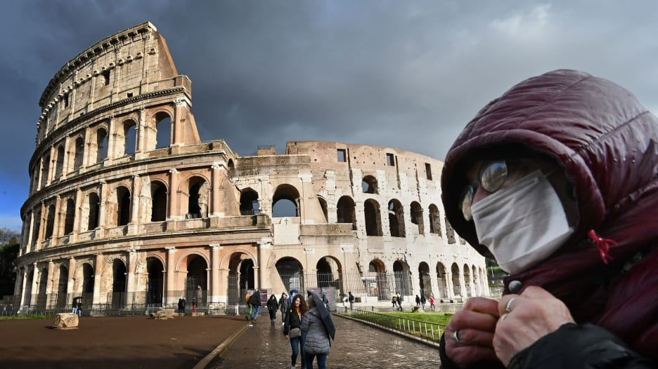 مع استمرار الوفيات بكورونا.. هل قامت إيطاليا بتطعيم الأشخاص الخطأ؟