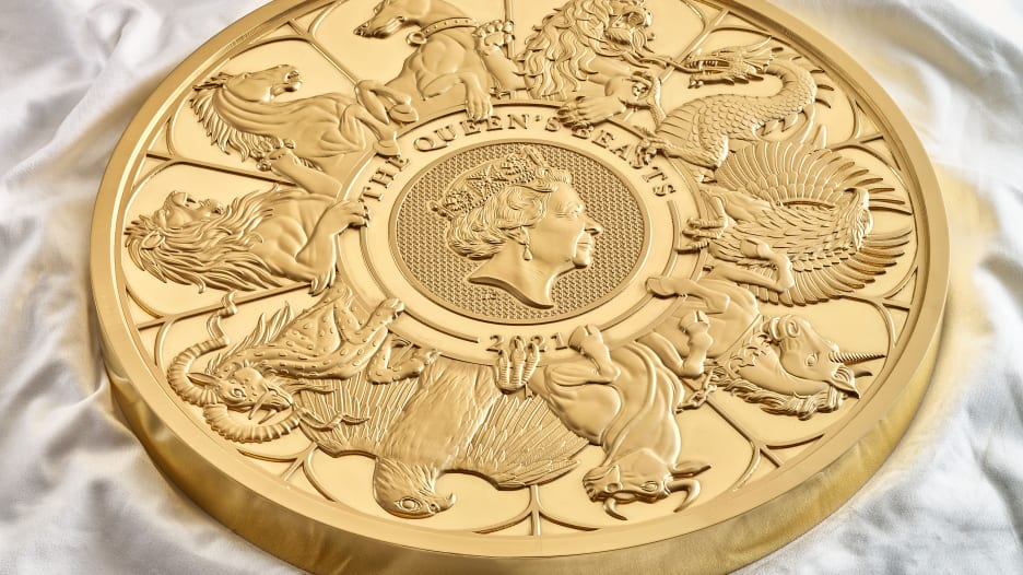 بريطانيا تكشف أضخم عملة نقدية تصنعها منذ 1100 عام.. ما وزنها وقيمتها؟