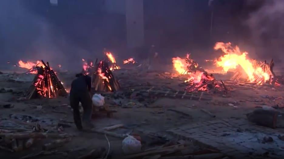 الهند على وقع الكارثة.. كورونا يفتك بالآلاف ومحارق الموتى في كل مكان