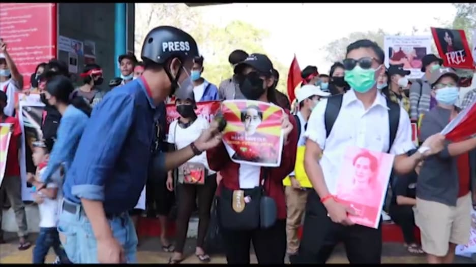 إعلام تحت الهجوم.. كيف يعمل الصحفيون في ظل الانقلاب العسكري بميانمار؟