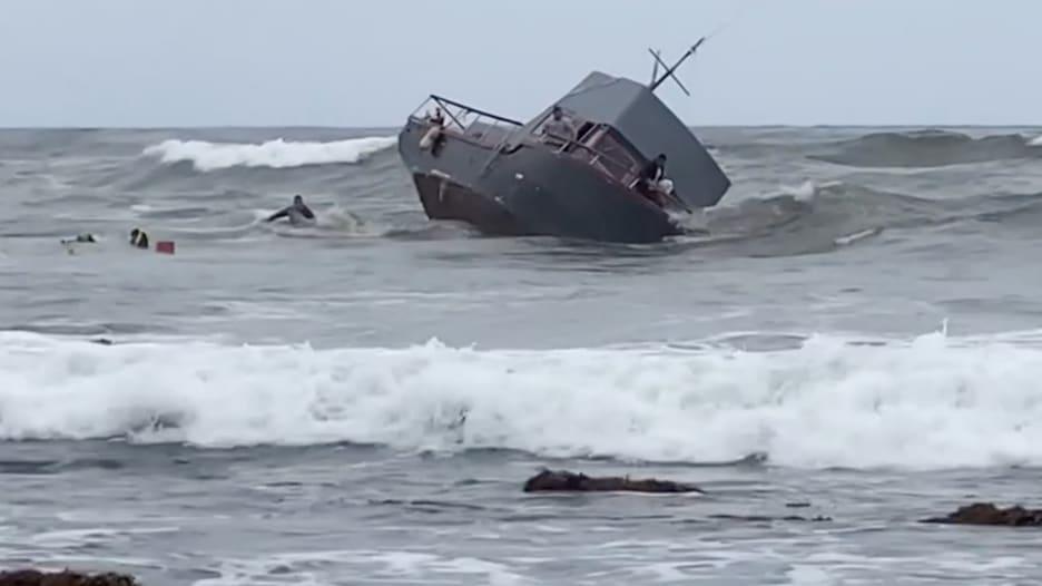 مصرع 4 أشخاص في تحطم قارب تهريب يقل 30 مهاجرا وبحاران ينقذان الآخرين