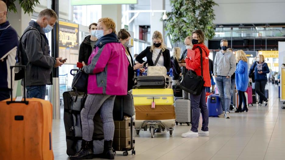 الاتحاد الأوروبي يقترح تخفيف قيود السفر للمسافرين الملقحين