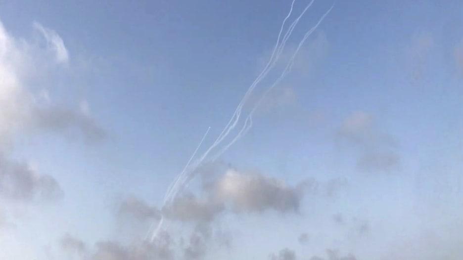 فيديو يُظهر إطلاق دفعة جديدة من الصواريخ من غزة باتجاه إسرائيل